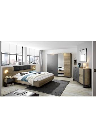 Places of Style Schlafzimmer-Set »Malthe«, (Set, 5 tlg., 2 Nachtkonsolen inkl. Beleuchtung. Bett mit Liegefläche 180x200 cm. Kleiderschrank mit 4 Türen (teilverspiegelt) und 2 Schubladen. Kommode mit 1 Tür und 4 Schubladen.), im trendigen Design kaufen