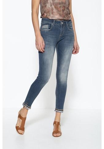 ATT Jeans 5-Pocket-Jeans »Leoni«, mit offenen Saumkanten mit glitzerndem Band als... kaufen