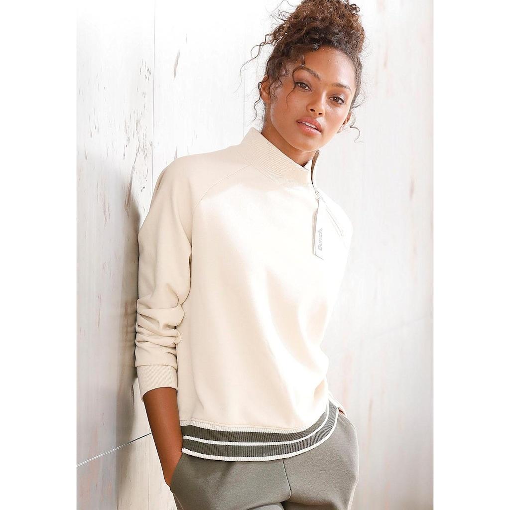 Bench. Sweater, mit Stehkragen und gestreiftem Bund
