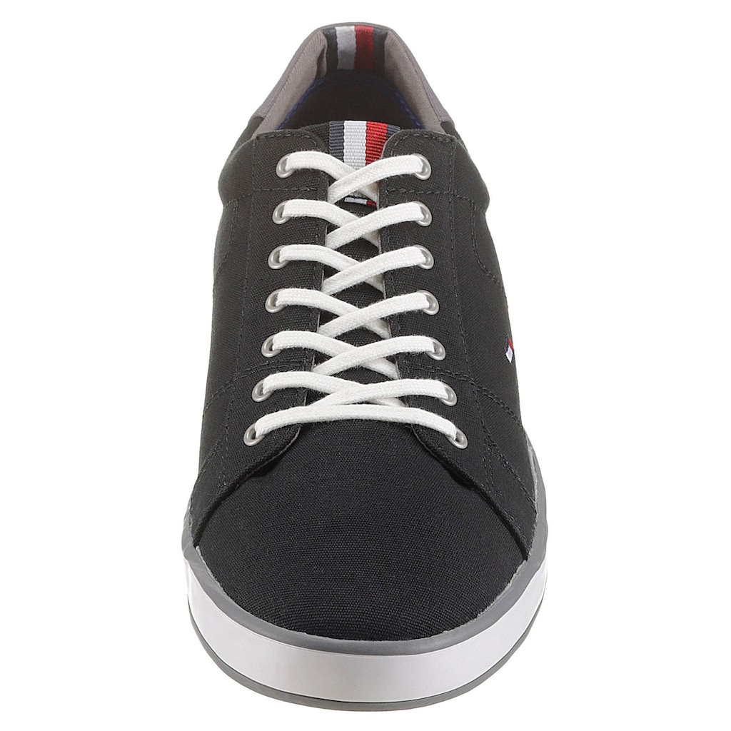 TOMMY HILFIGER Sneaker »H2285ARLOW 1D«, mit seitlichem Logoflag
