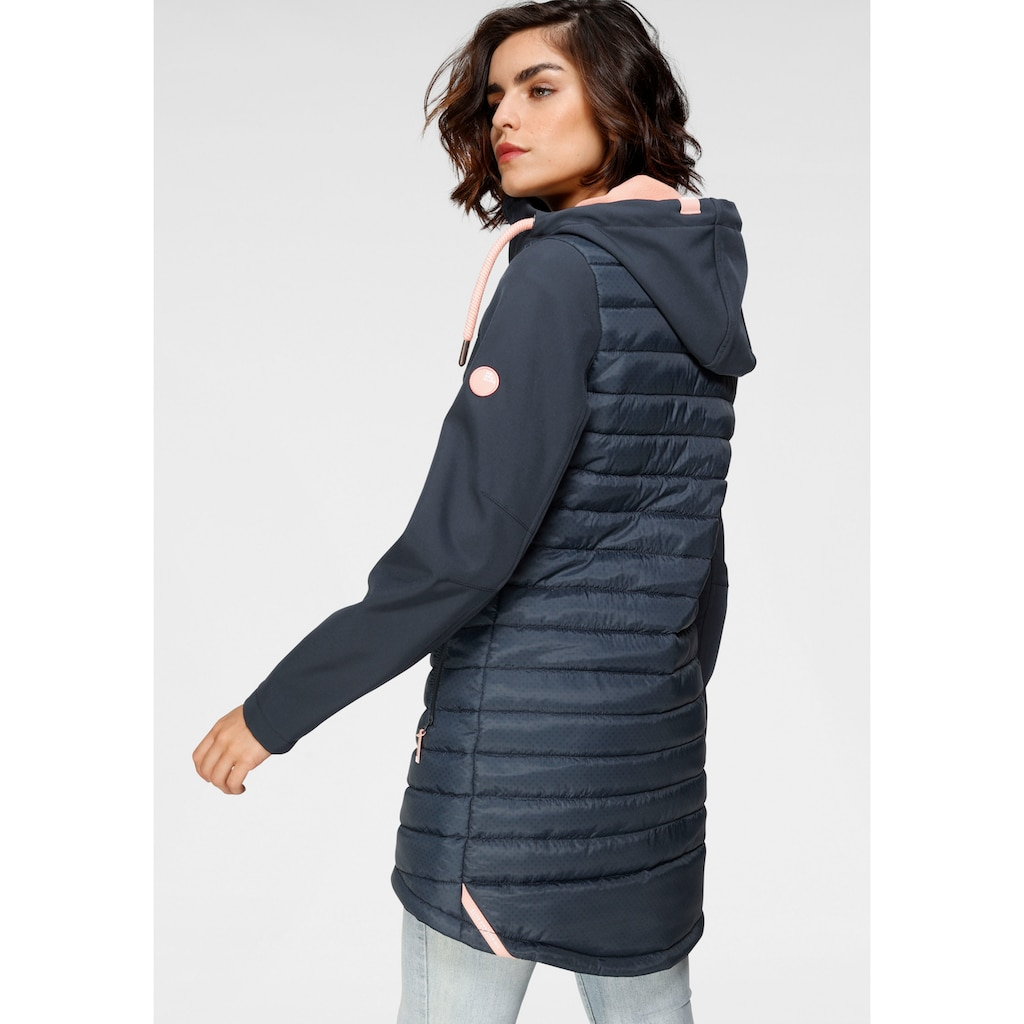Alife & Kickin Outdoorjacke »CaroAK«, sportive Jacke im Softshell-Downlook-Material-Mix mit dezentem Print