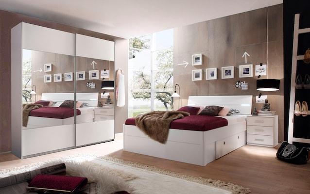 Schlafzimmer-Set mit Bett, Kleiderschrank und Nachttisch