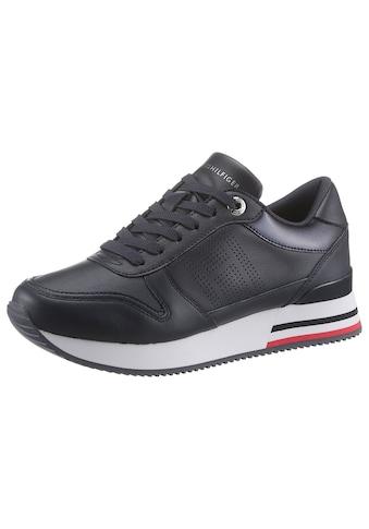 Tommy Hilfiger Keilsneaker »CORPORATE ACTIVE CITY SNEAKER«, mit feinem Lochmuster kaufen