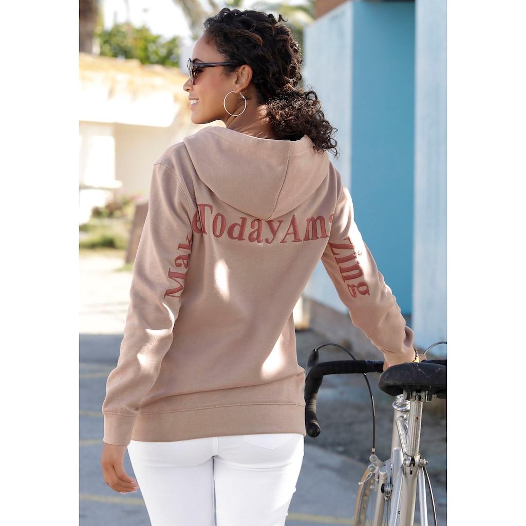 Bench. Kapuzensweatshirt, mit Stickerei im Rücken