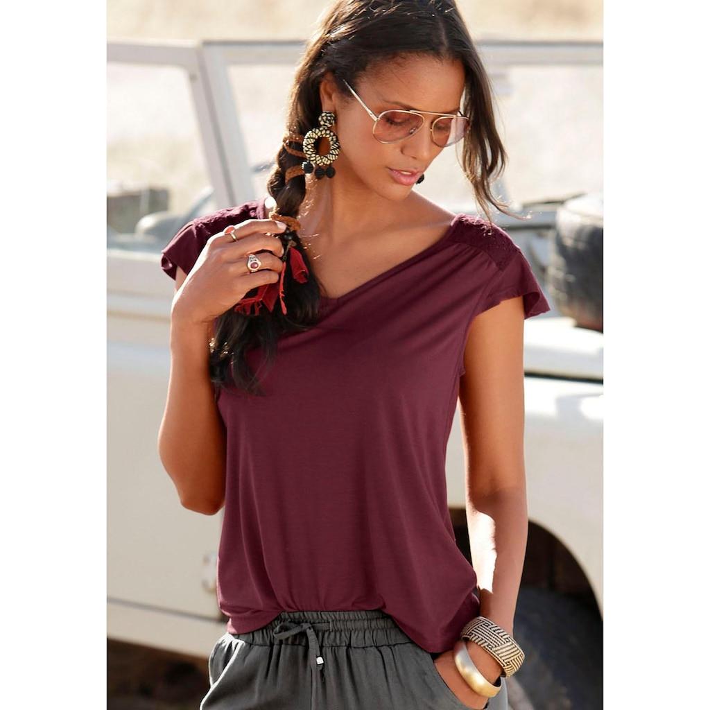 LASCANA V-Shirt, mit Lochstickerei