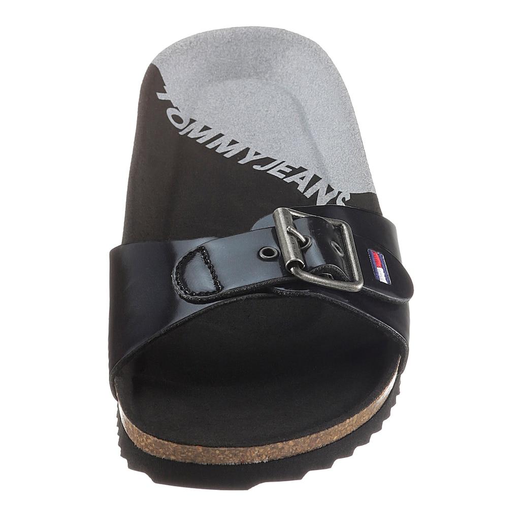 TOMMY JEANS Pantolette »IRIDESCENT FLAT MULE«, in glänzender Optik