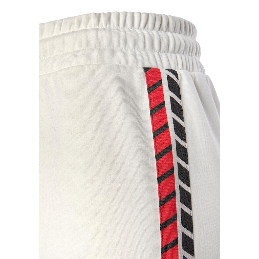 Bench. Sweatpants, mit seitlichem Streifen