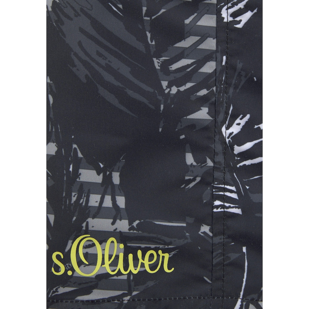 s.Oliver Badeshorts, mit trendigem Palmenprint