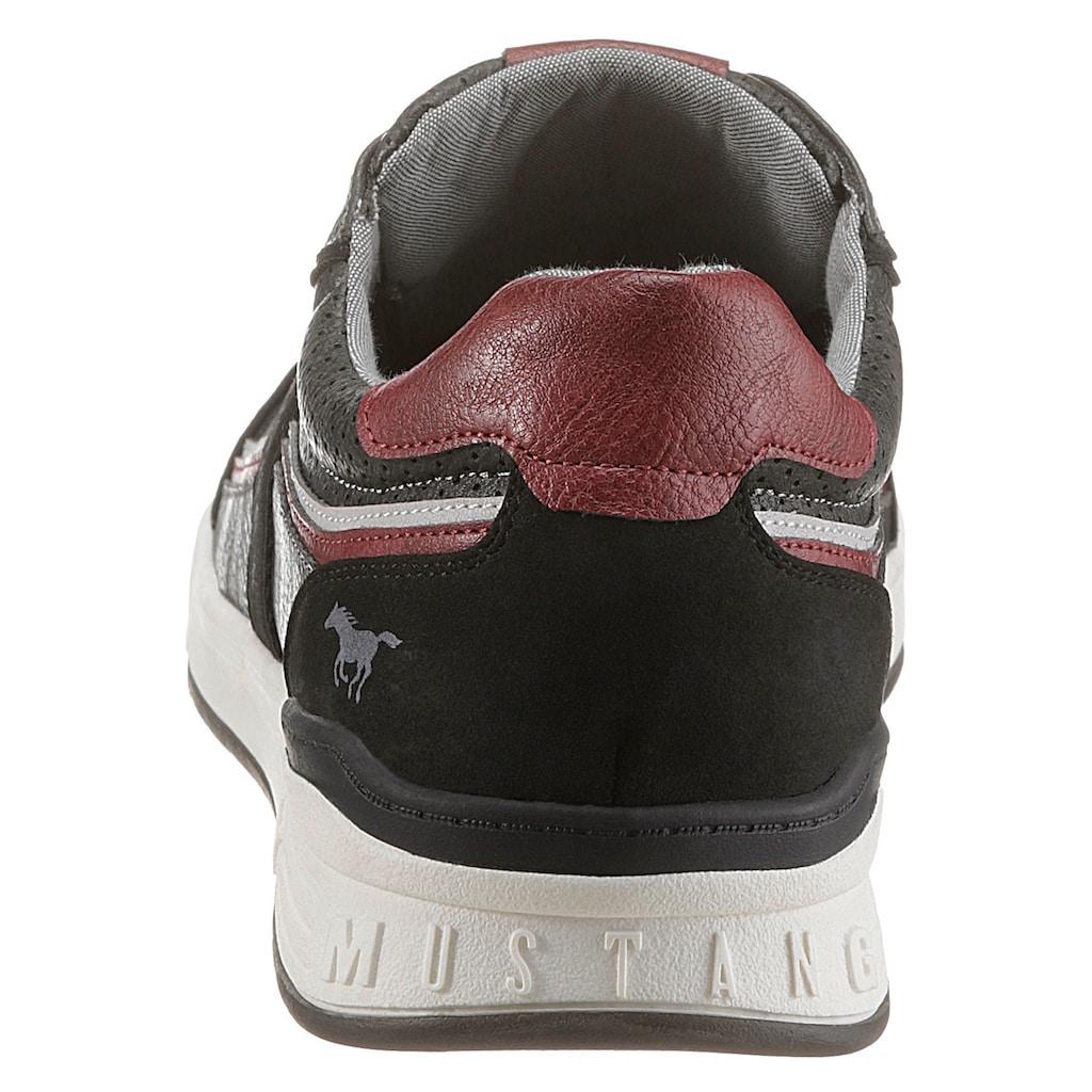 Mustang Shoes Sneaker, mit praktischem Wechselfußbett