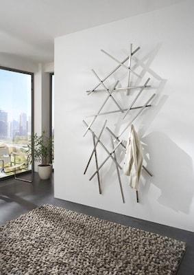 moderne silberne Wandgarderobe