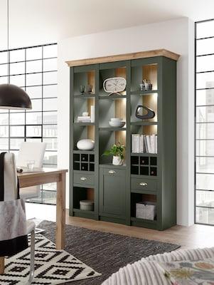 grüne Glasvitrine im Landhausstil