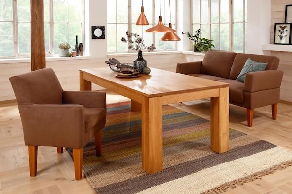 gemütlicher Esszimmersessel und Tischsofa im Landhausstil