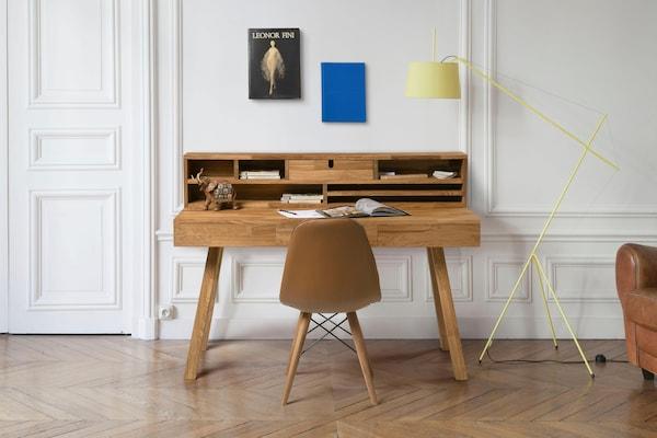 moderner Sekretär aus Holz