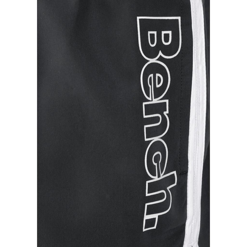 Bench. Badeshorts, mit coolem Logodruck