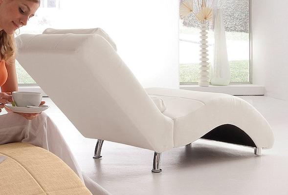 weiße Relaxliege