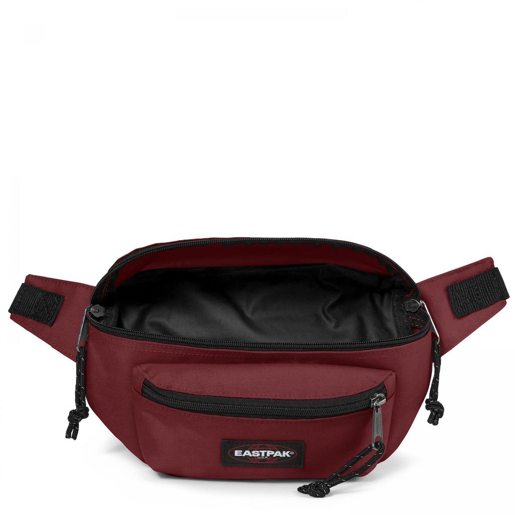 Eastpak Gürteltasche »DOGGY BAG, Brisk Burgundy«, enthält recyceltes Material (Global Recycled Standard)