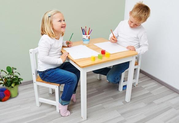 Kinderstuhl und Kindertisch