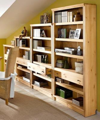 Stufenregal aus Naturholz