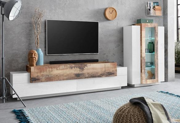 weiße Wohnwand mit Holzelemente