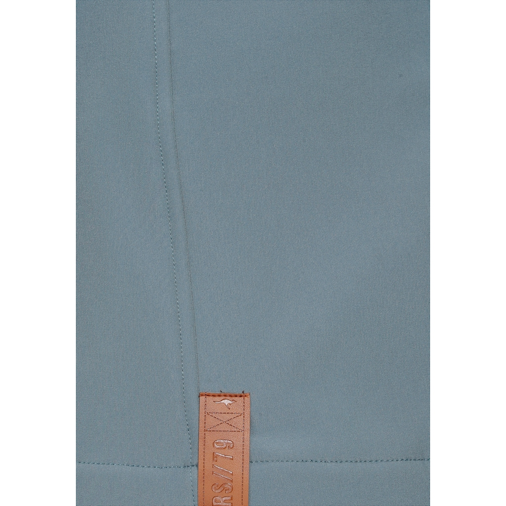 KangaROOS Softshelljacke, mit trendigen Zierknöpfen