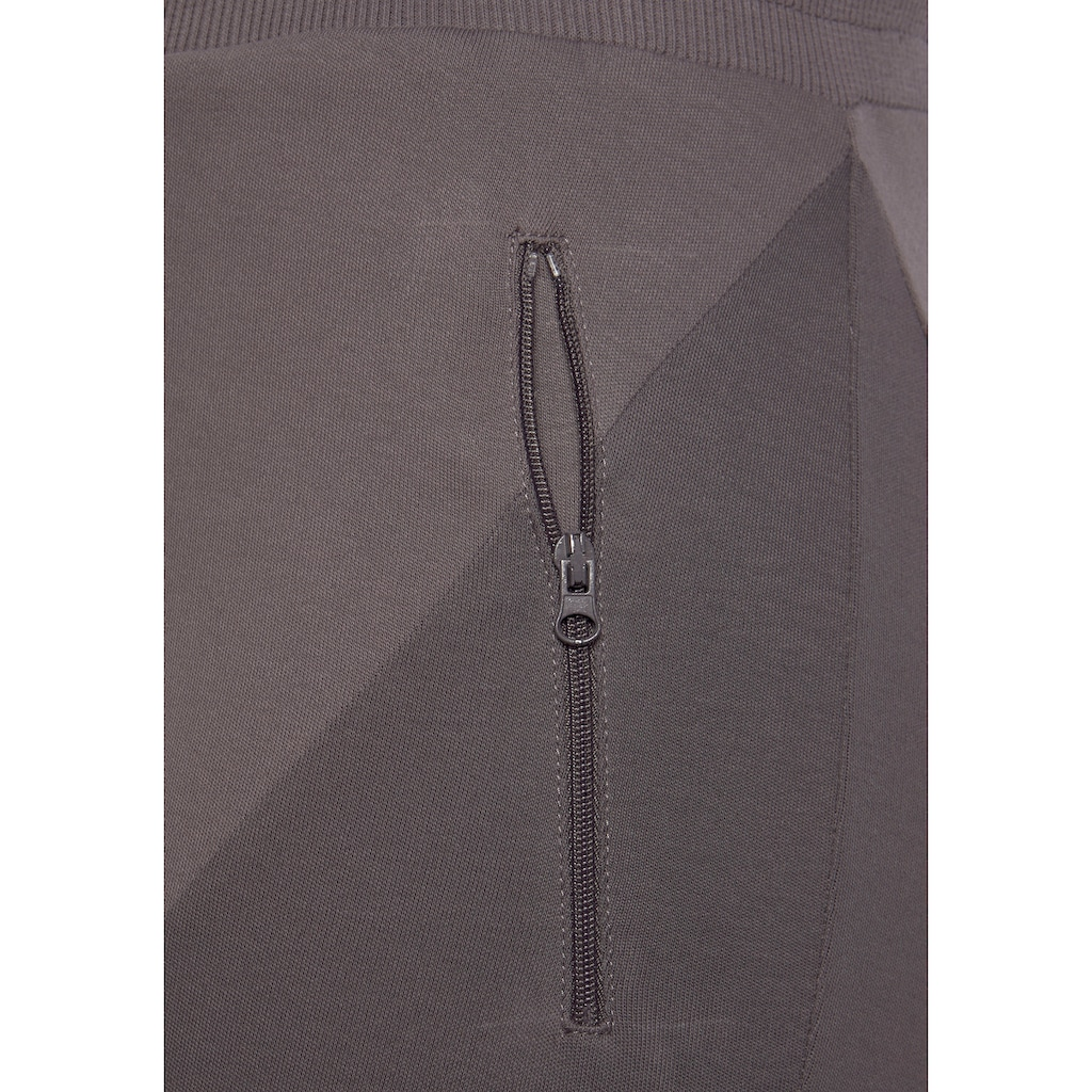 Bench. Caprihose, in Patchwork-Optik mit Reißverschlusstaschen