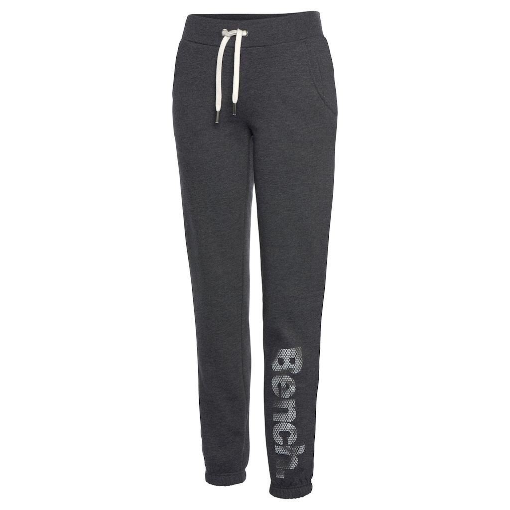 Bench. Sweatpants, mit Logodruck in Metalloptik