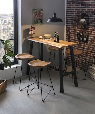 Bartisch aus Holz im Industrial Style