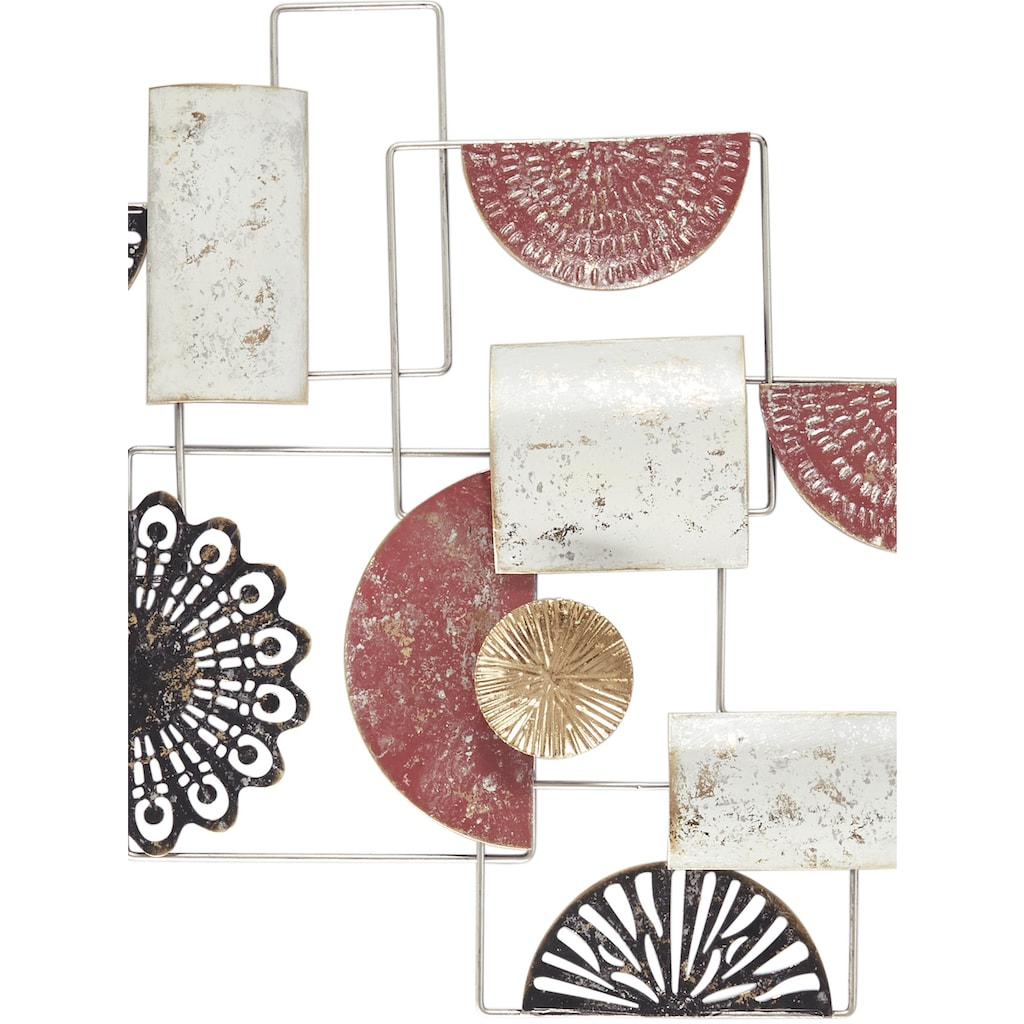 Wanddeko mit verschiedenen Metallelementen